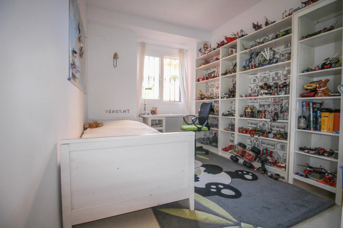 2 Bedroom Middle Floor Apartment For Sale Elviria