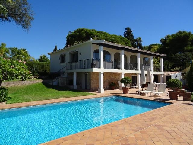 Villa 3 Dormitorios en Venta Elviria