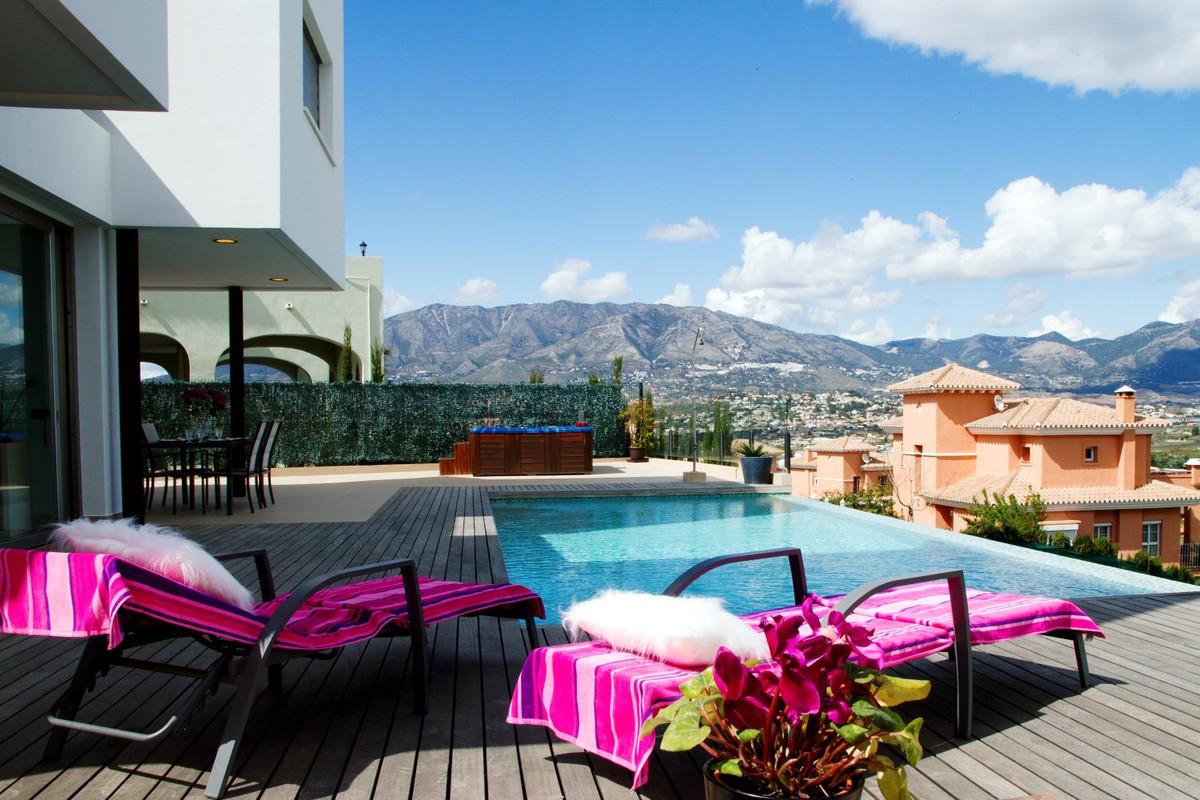 Villa con 5 Dormitorios en Venta Mijas Costa