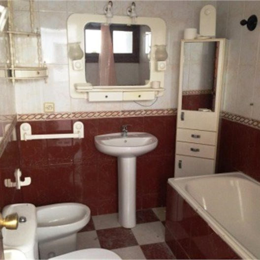 5 Bedrooms - 2 Bathrooms