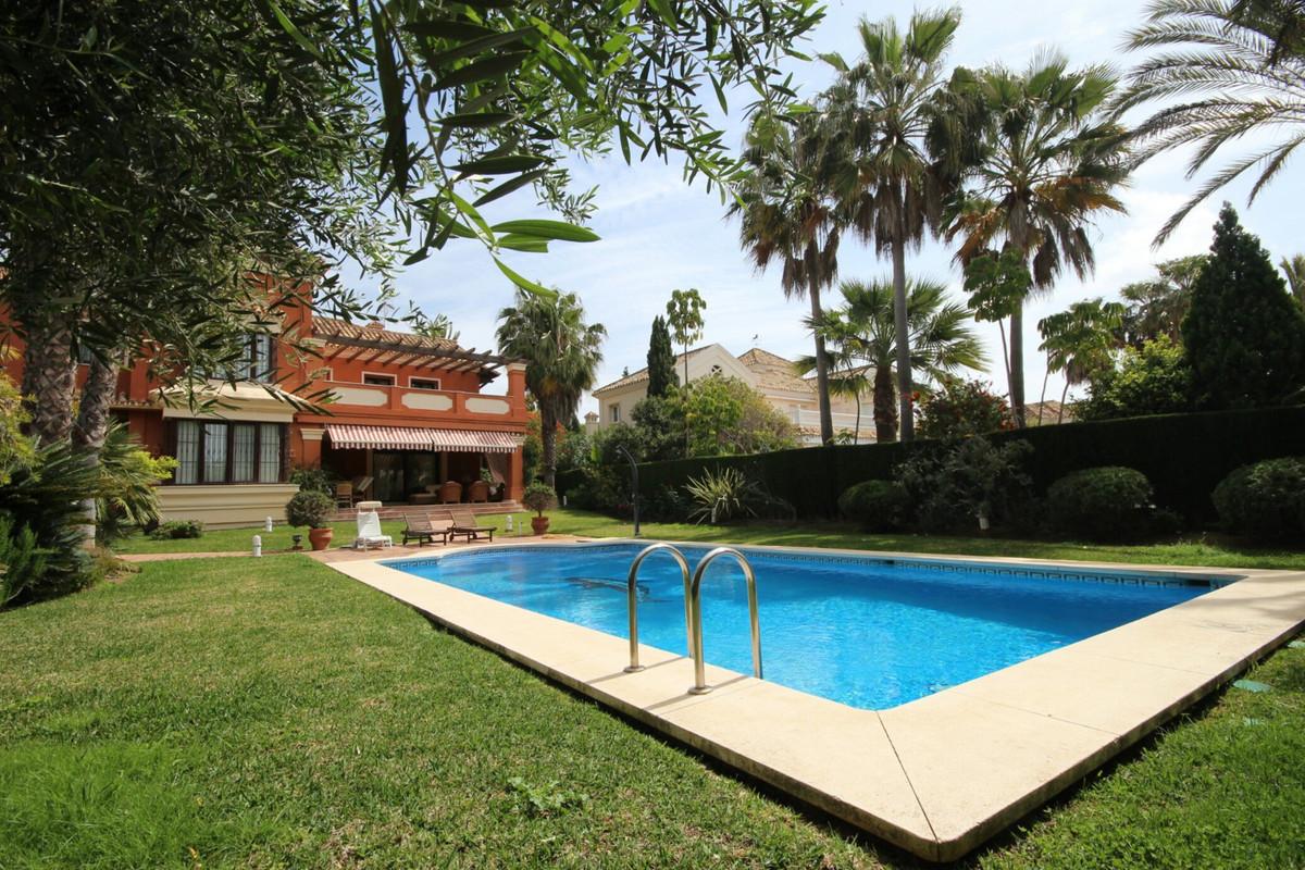 Villa 5 DORMITORIOS Las Chapas