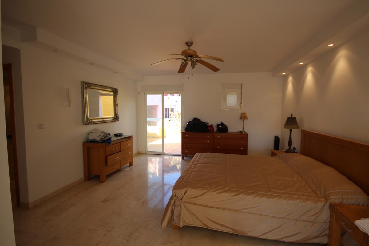 Apartamento con 4 Dormitorios en Venta Guadalmina Alta