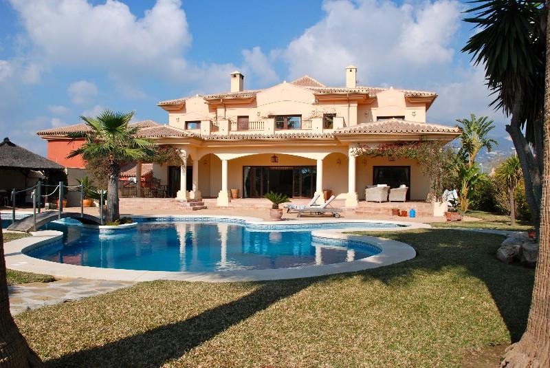 Villa 5 Dormitorios en Venta Fuengirola