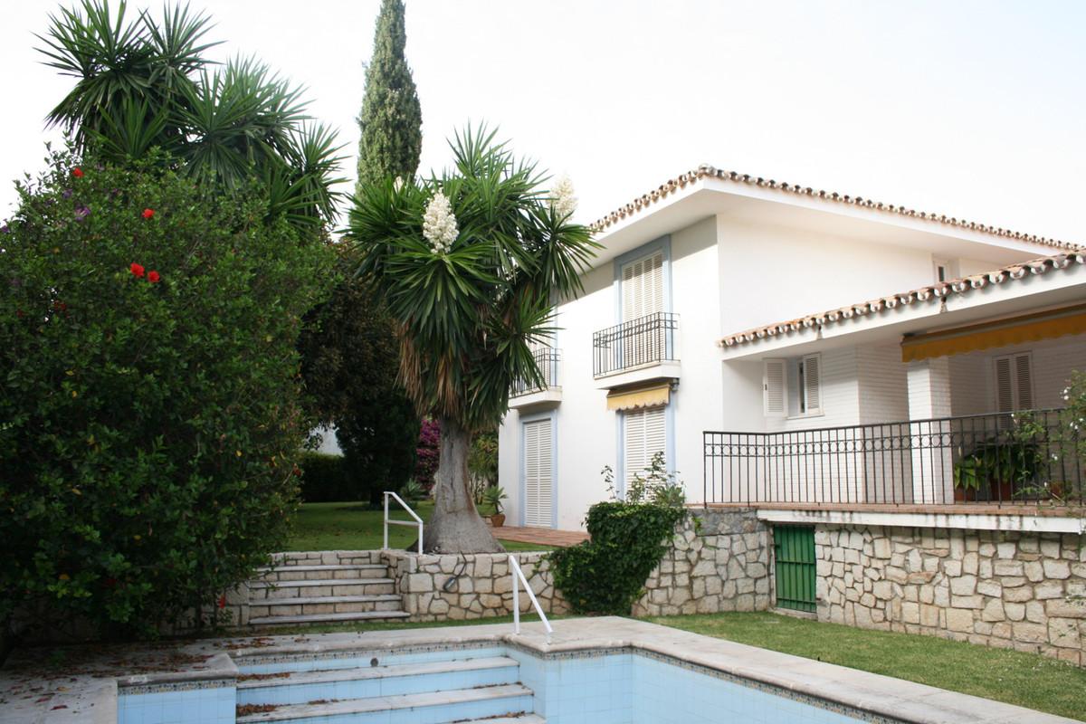 Villa 7 Dormitorios en Venta Los Monteros