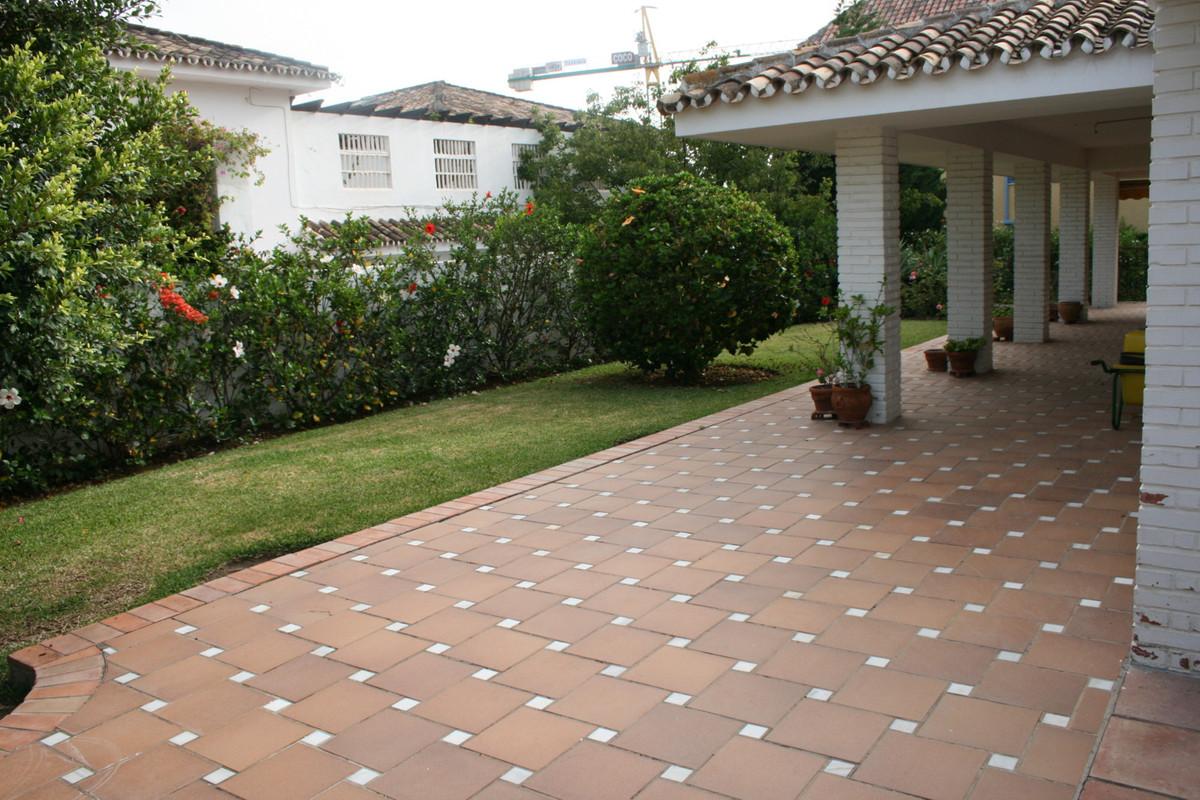 Villa con 7 Dormitorios en Venta Los Monteros