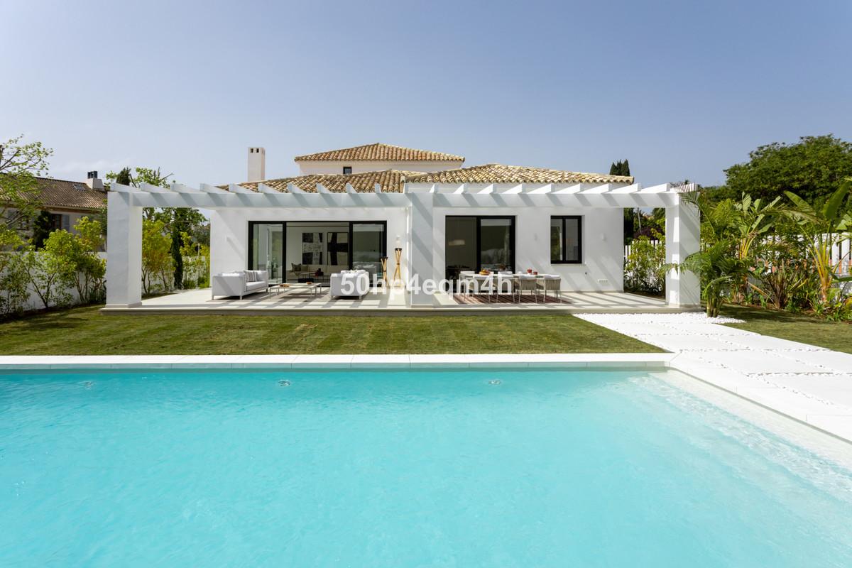 Detached Villa for sale in Guadalmina Baja R3803386