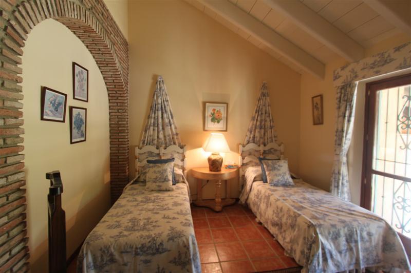 Villa con 7 Dormitorios en Venta Manilva