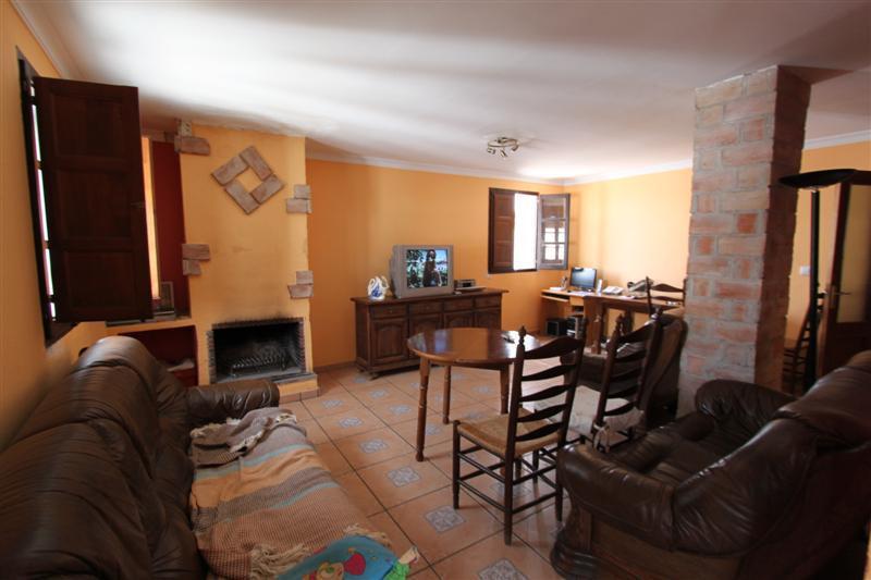 Villa con 3 Dormitorios en Venta Casares Pueblo