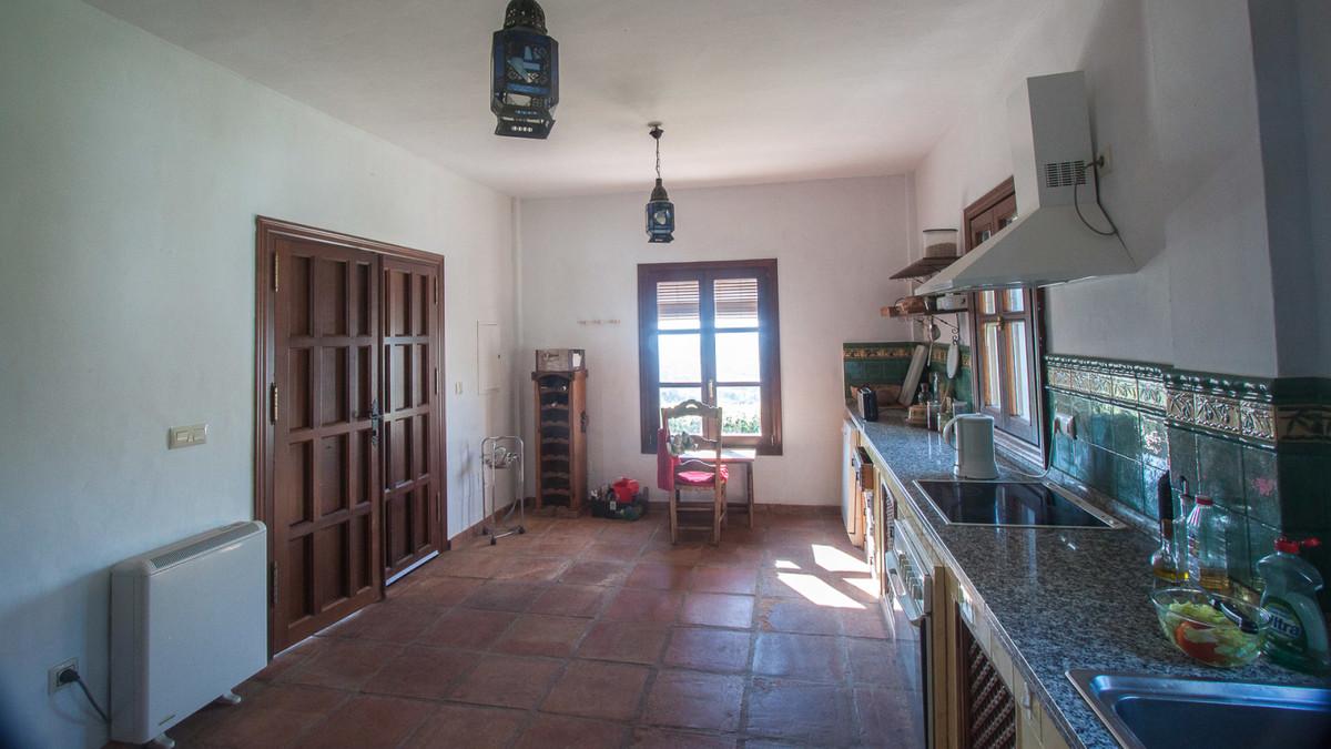 Villa con 6 Dormitorios en Venta Gaucín