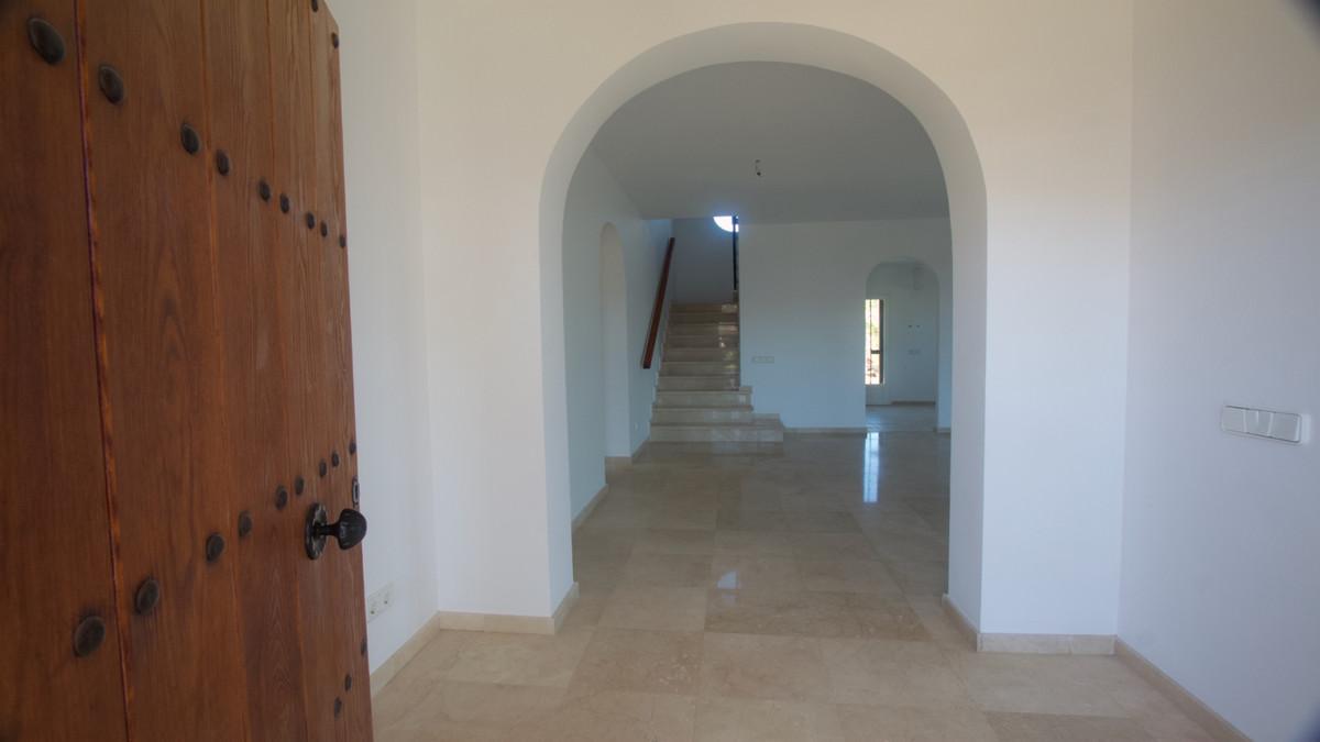 Villa te koop in La Duquesa R3444703