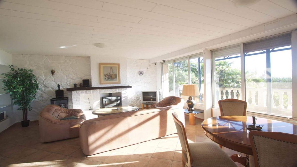 Villa con 5 Dormitorios en Venta La Duquesa