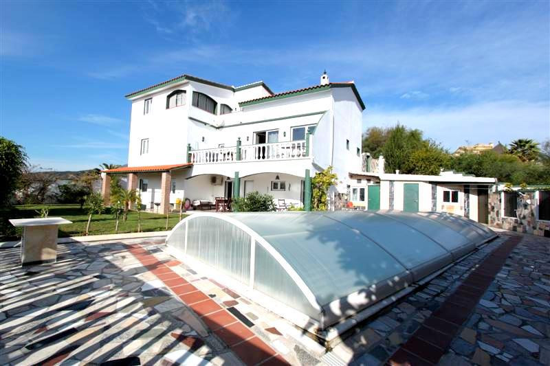 NICE FAMILY HOME NEAR AMENITIES FOR SALE IN ESTEPONA  A lovely  rustic-style villa  with modern fixt,Spain