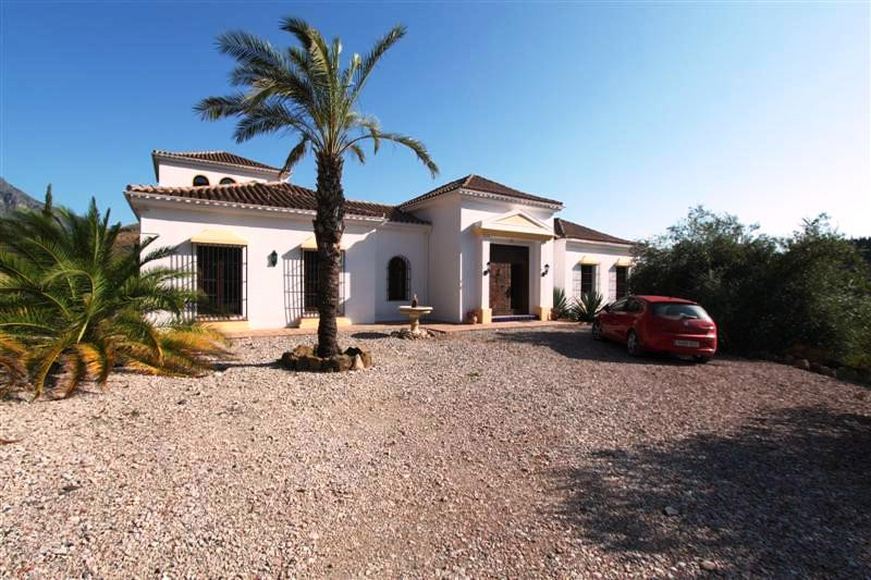 Stunning, well built country property close to the white villages of Gaucin and  Casares. Only 30 mi,Spain