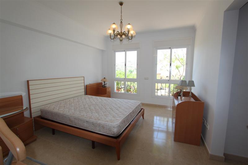 Chalet con 5 dormitorios - Benavista