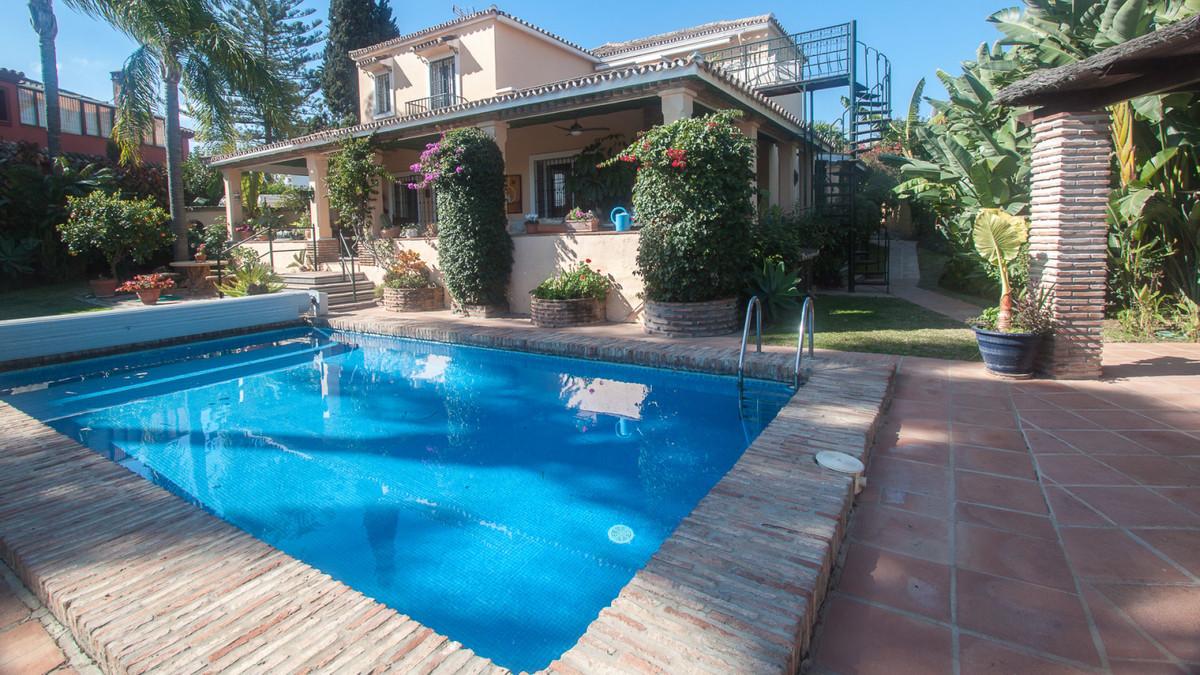 Detached Villa in Guadalmina Alta R3373714