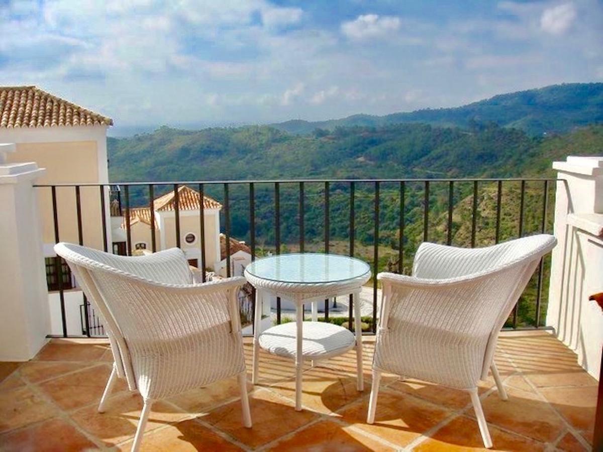 Townhouse, Benahavis, Costa del Sol. 3 Bedrooms, 2.5 Bathrooms, Built 179 m², Terrace 40 m².  Settin,Spain