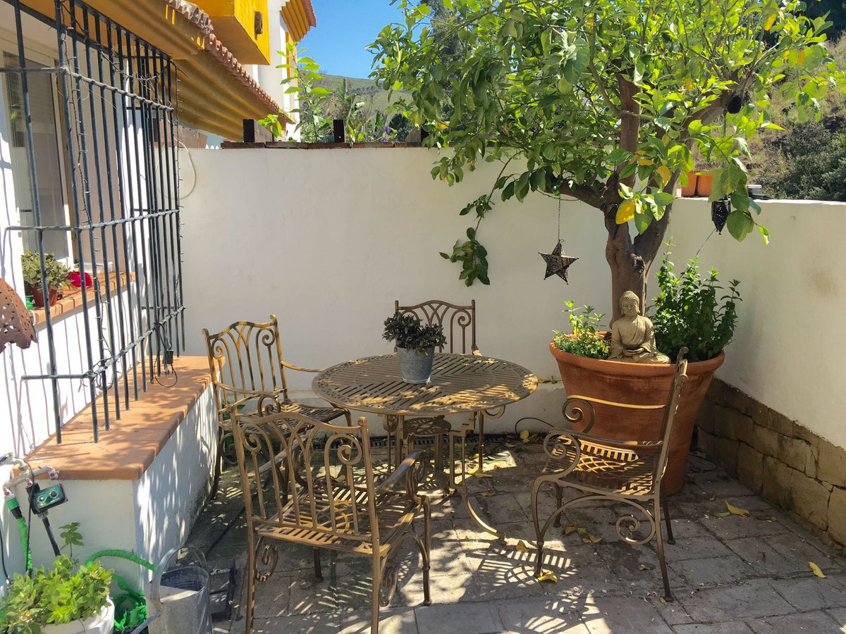 Townhouse, Benahavis, Costa del Sol. 3 Bedrooms, 2 Bathrooms, Built 114 m², Terrace 50 m².  Setting ,Spain