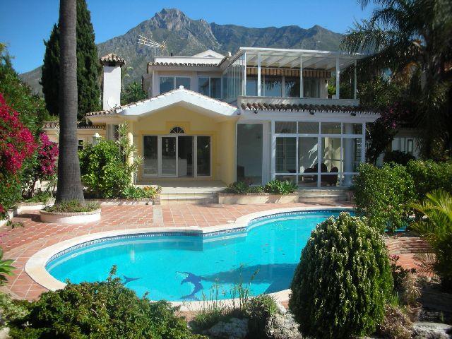 Villa 4 Dormitorios en Venta Nagüeles