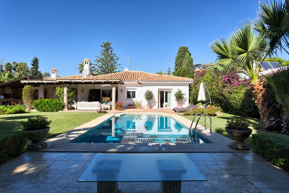 Villa - Detached for sale in El Paraiso