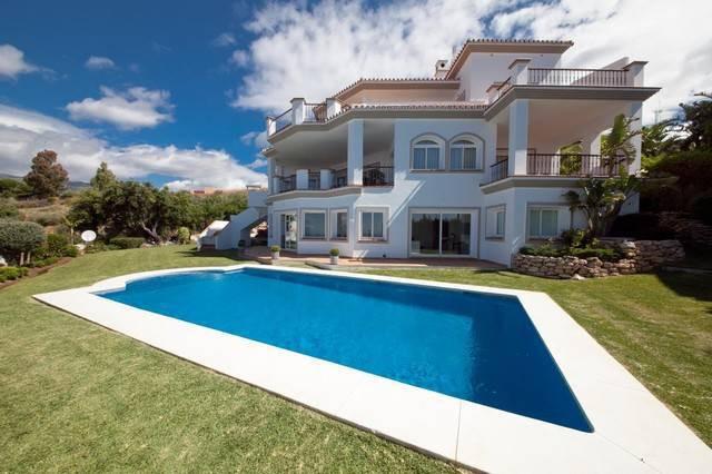 Villa for Holiday Rent in Altos de los Monteros