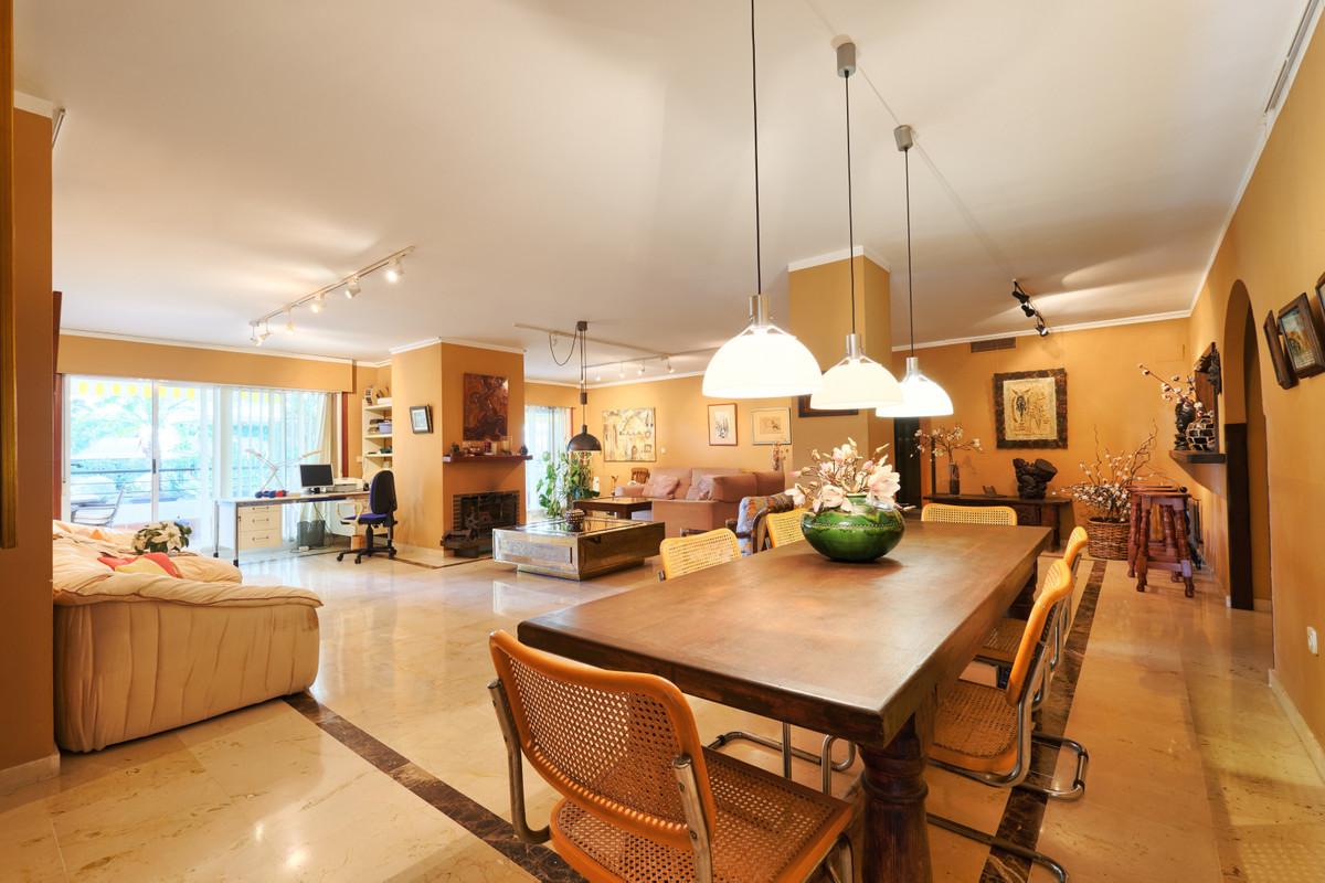 Apartment - Middle Floor for sale in Guadalmina Alta
