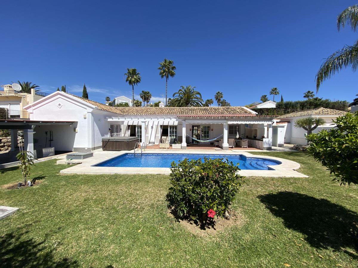 Villa te koop in Nueva Andalucia