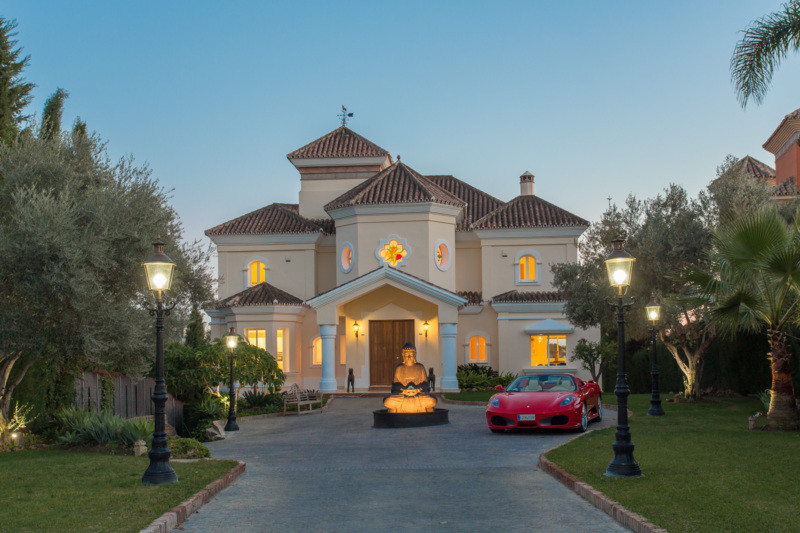 Villa for Sale in Nueva Andalucía / Andalucia