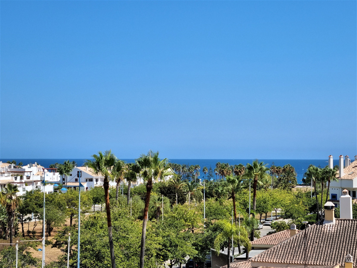 South facing apartment with seaviews in a gated community with 24 hs security and only 550 meters fr,Spain