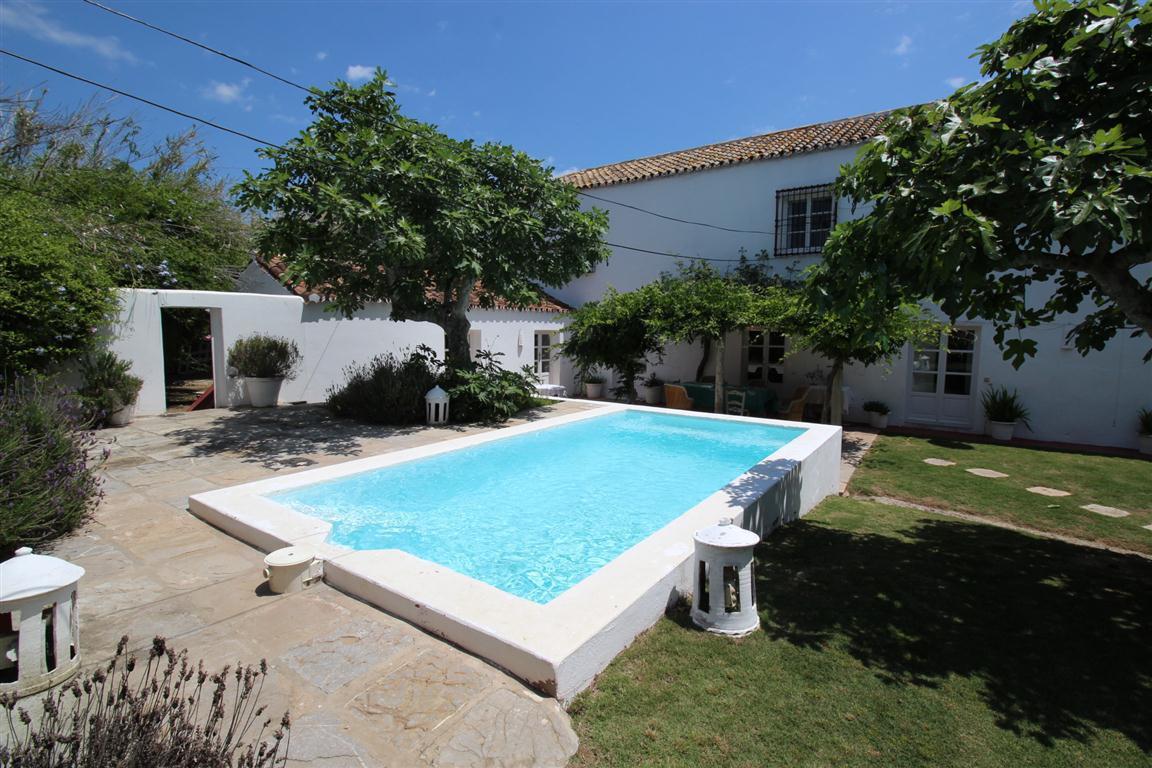 Villa 8 Dormitorios en Venta Torreguadiaro