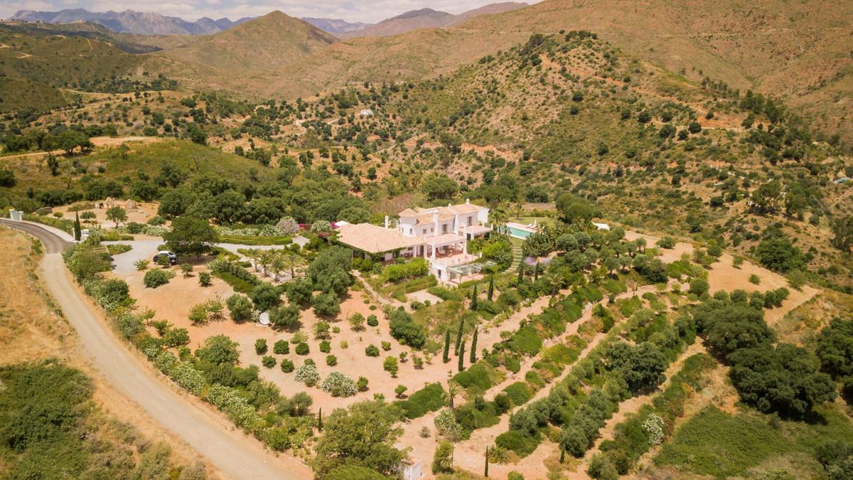 Villa con 9 Dormitorios en Venta La Mairena