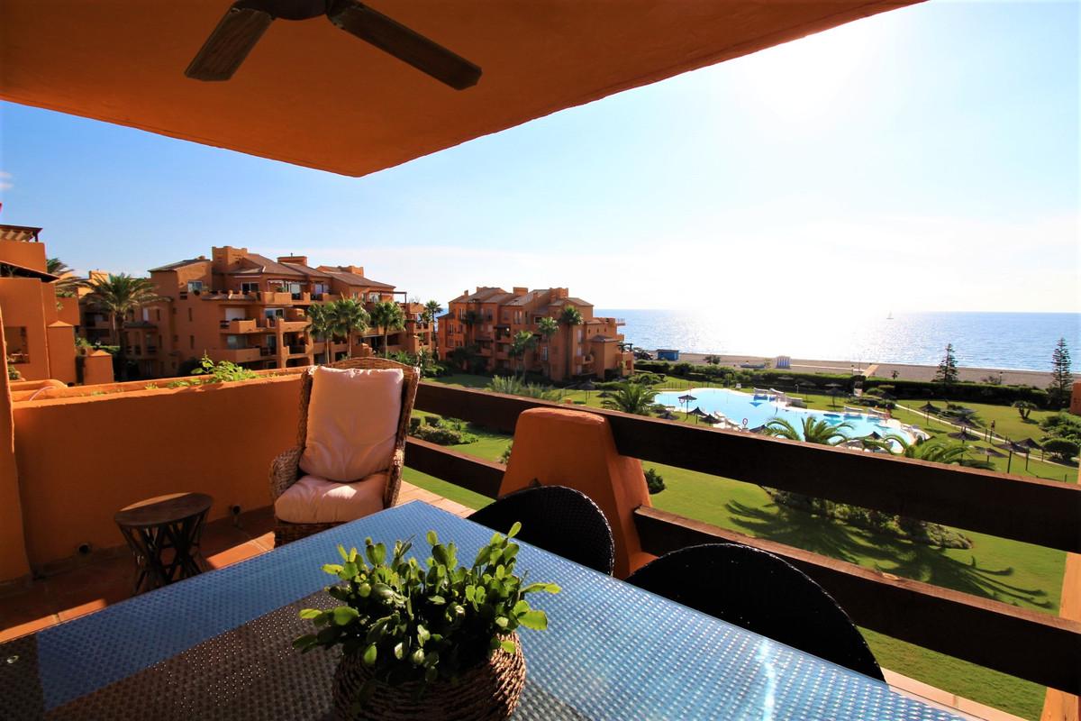 Stunning three bedroom apartment in the popular Los Granados development in La Duquesa, picturesque ,Spain