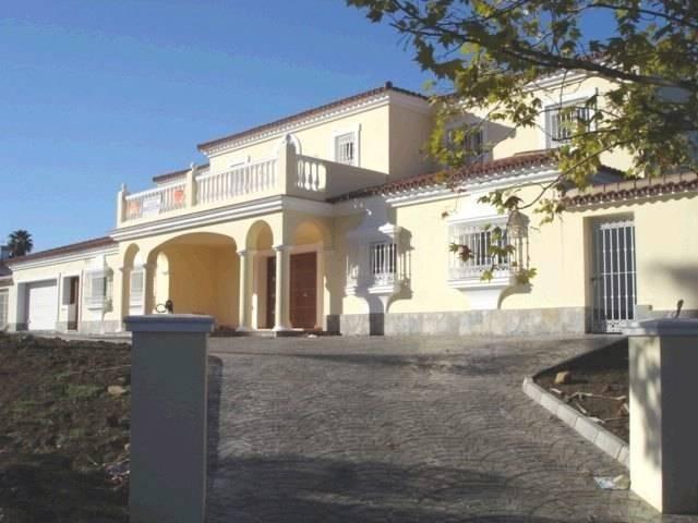 Magnificent brand new villa in elevated position in a quite cul-de-sac in a prestigious area in Soto,Spain