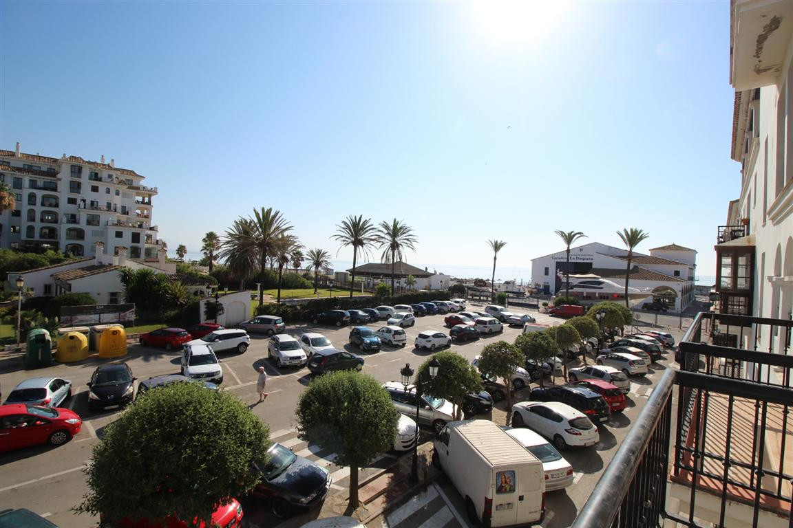 Studio for sale in the popular marina of La Duquesa. Completely renovated and ready for immediate ocSpain