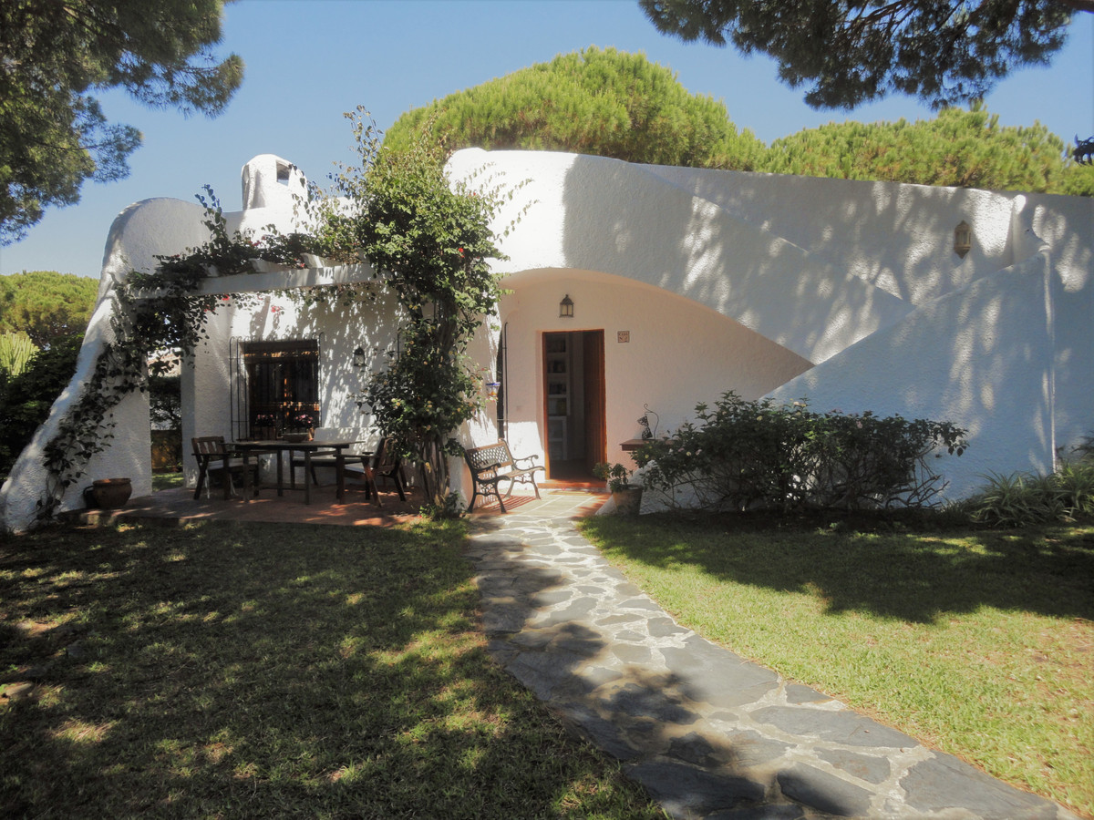 Detached Villa for sale in Calahonda R3447397