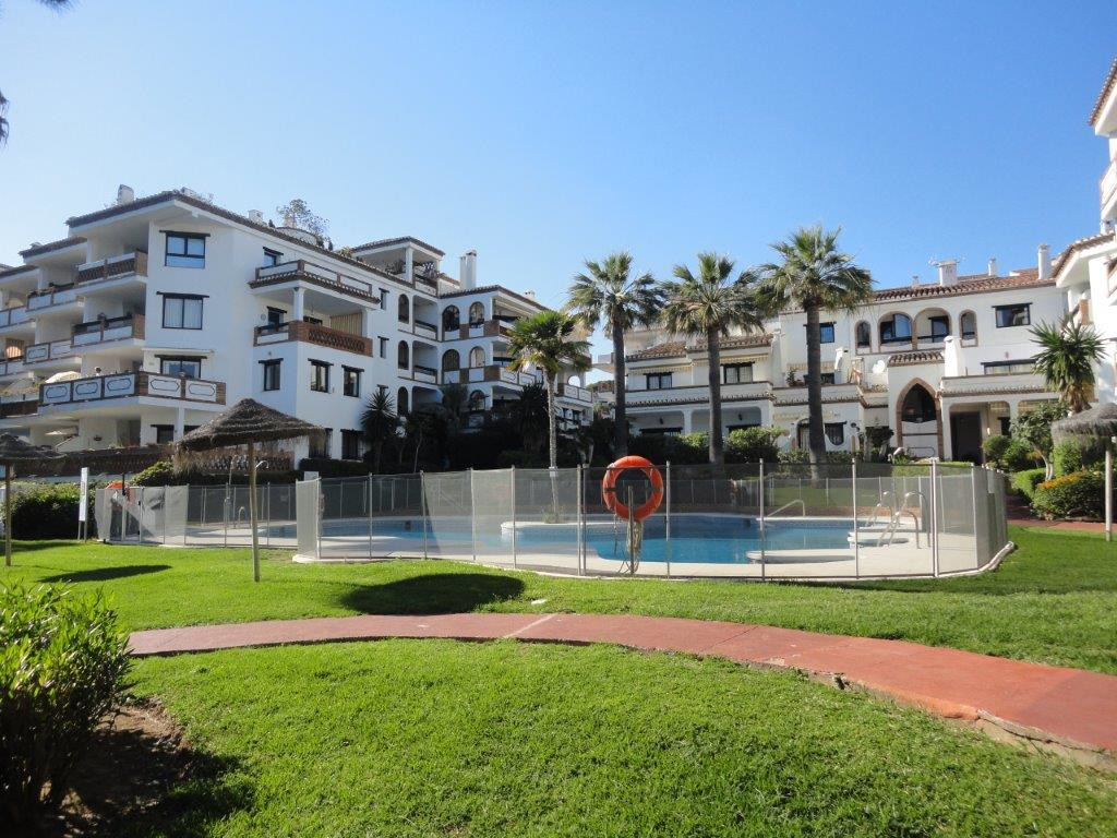 Apartment of 1 bedroom apartment, 1 bathroom in gated complex few meters from the beach. Living room,Spain
