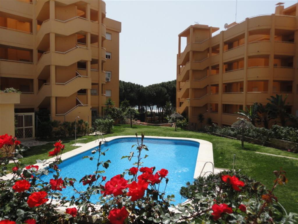 Ground floor apartment with private garden, has 2 bedrooms, 1 bathroom, sold furnished, hot/cold air,Spain