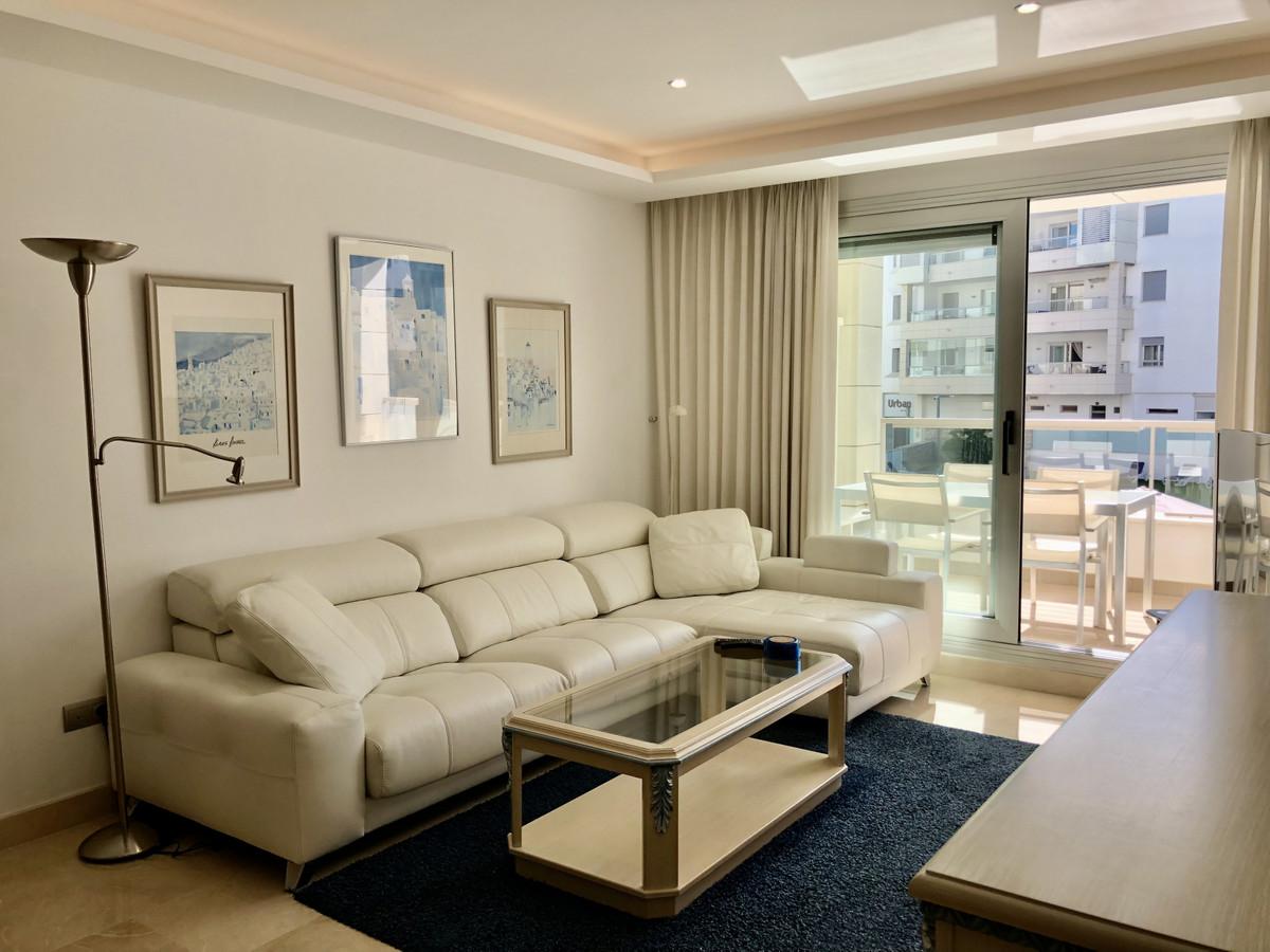 A modern 1st floor apartment in the urbanisation of Los Arqueros Beach in the much demanded beachsid,Spain