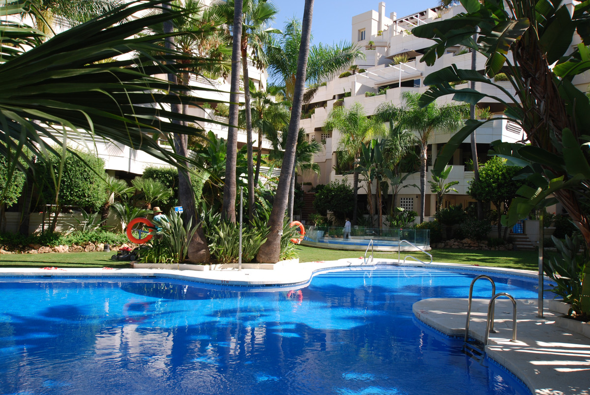 A large, two bedroom apartment, west south west facing, located in Fuente de Aloha on the the Aloha ,Spain