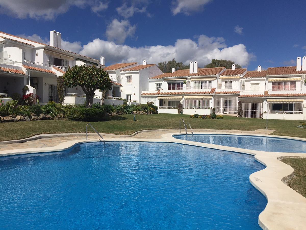 A 2 bedroom top floor apartment located in El Pilar midway between San Pedro de Alcantara and Estepo,Spain