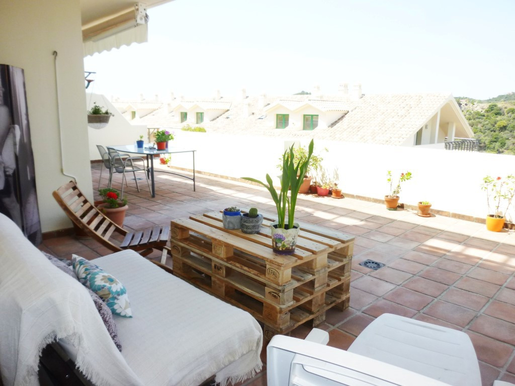 Beautiful, contemporary and spacious apartment for sale in Monteselwo.  This urbanisation is located,Spain