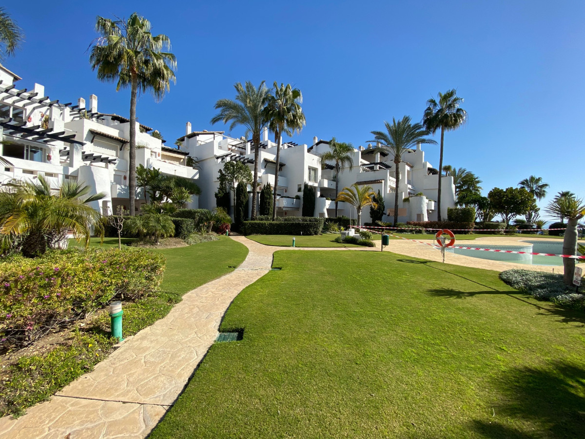 Middle Floor Apartment for sale in Costalita R3606137