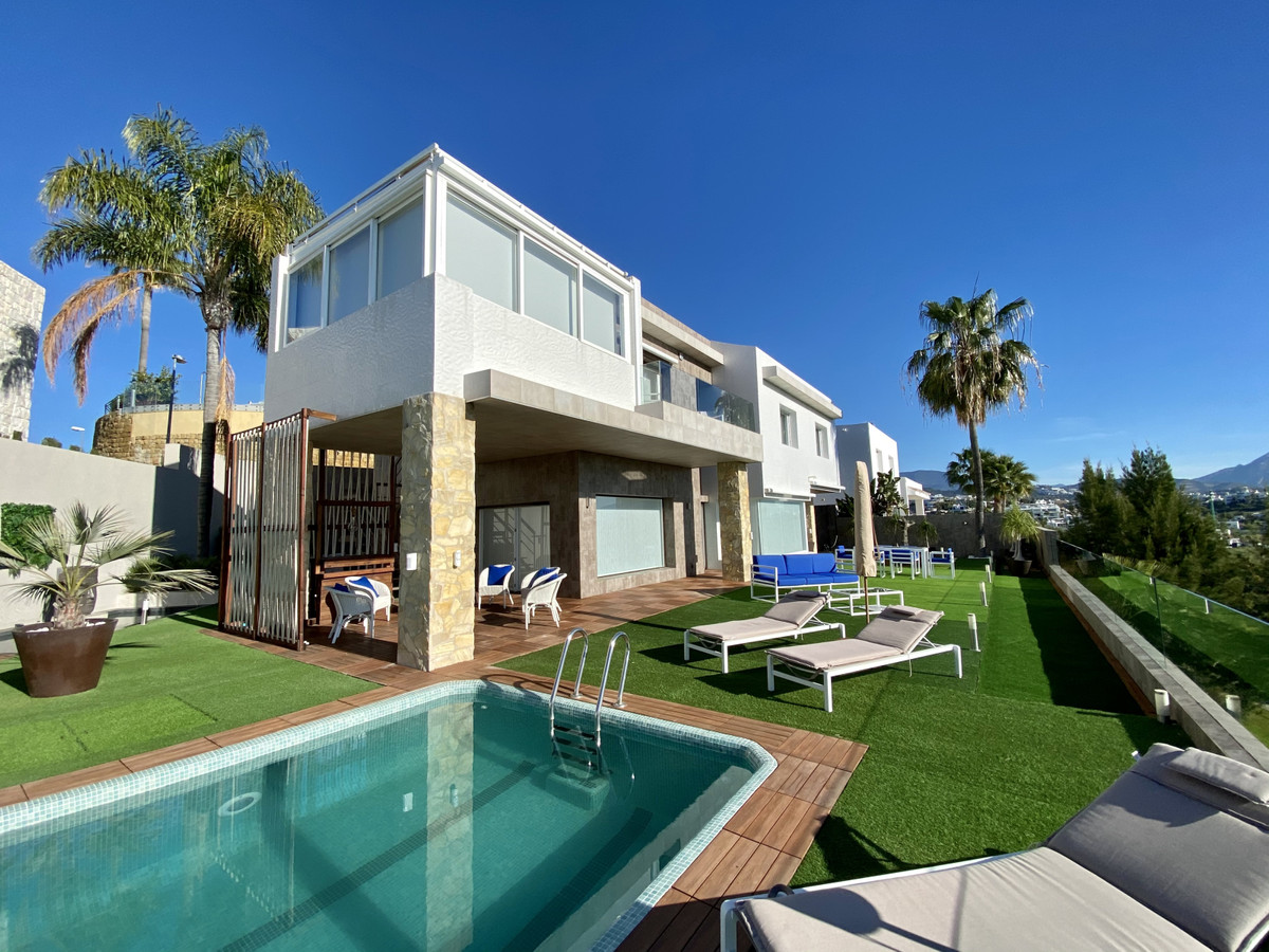 Detached Villa for sale in Benahavís R3807157