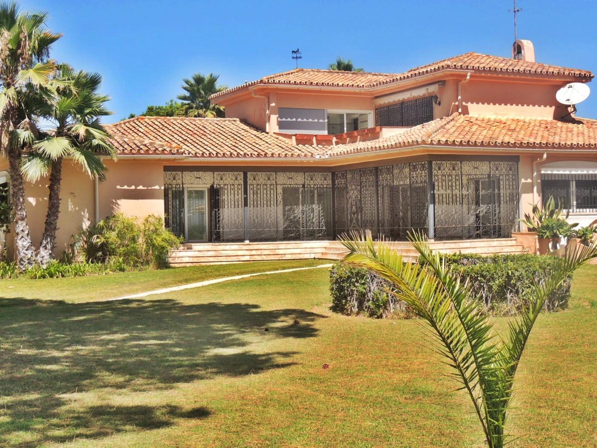 Villa  Individuelle en vente   à Guadalmina Baja