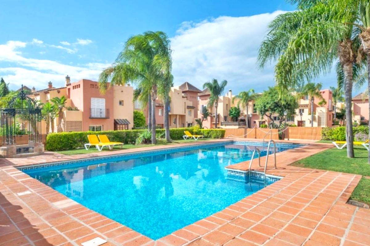 Rækkehus Til salg i Nueva Andalucía R3842587