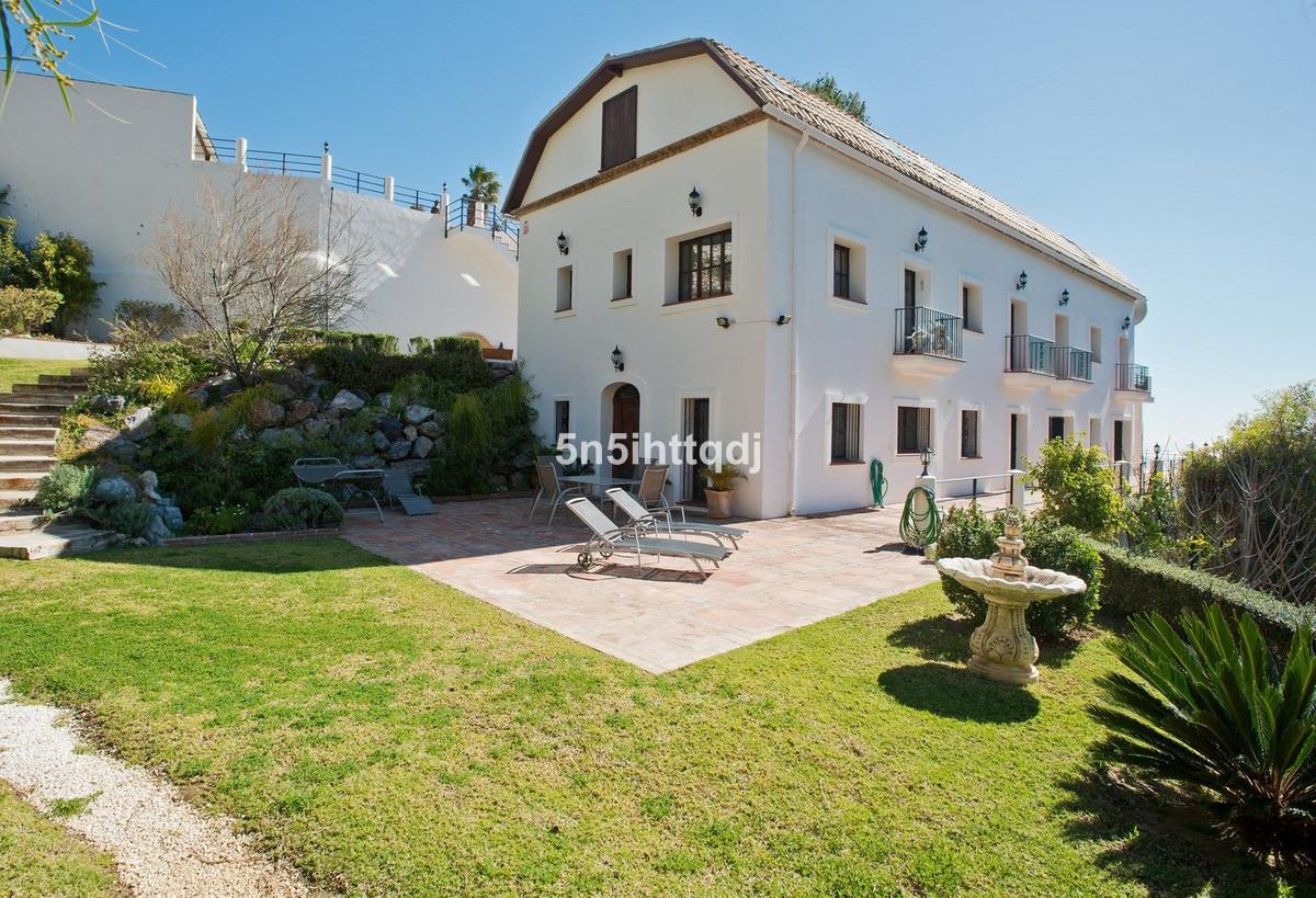 Detached Villa in Mijas R2409107
