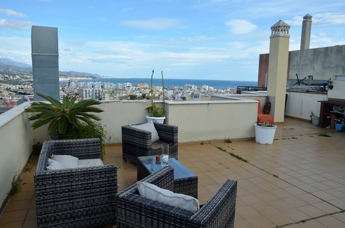 Penthouse 3-bed, 2-bath apartment with a HUGE roof terrace.  This fully furnished home is in a priva,Spain
