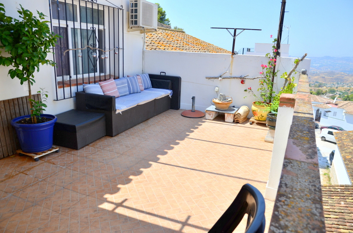 Townhouse, Mijas, Costa del Sol. 4 Bedrooms, 2 Bathrooms, Built 192 m², Terrace 18 m².  Setting : Vi,Spain