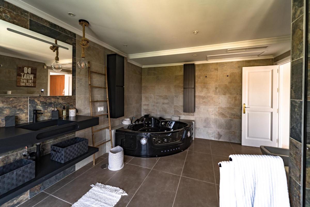 House en Aloha R3605477 11