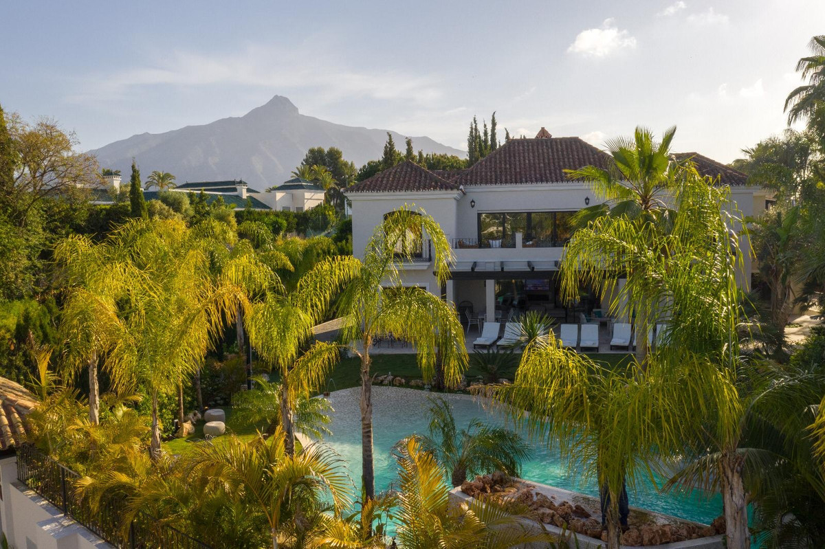 Hus in Aloha R3605477 2