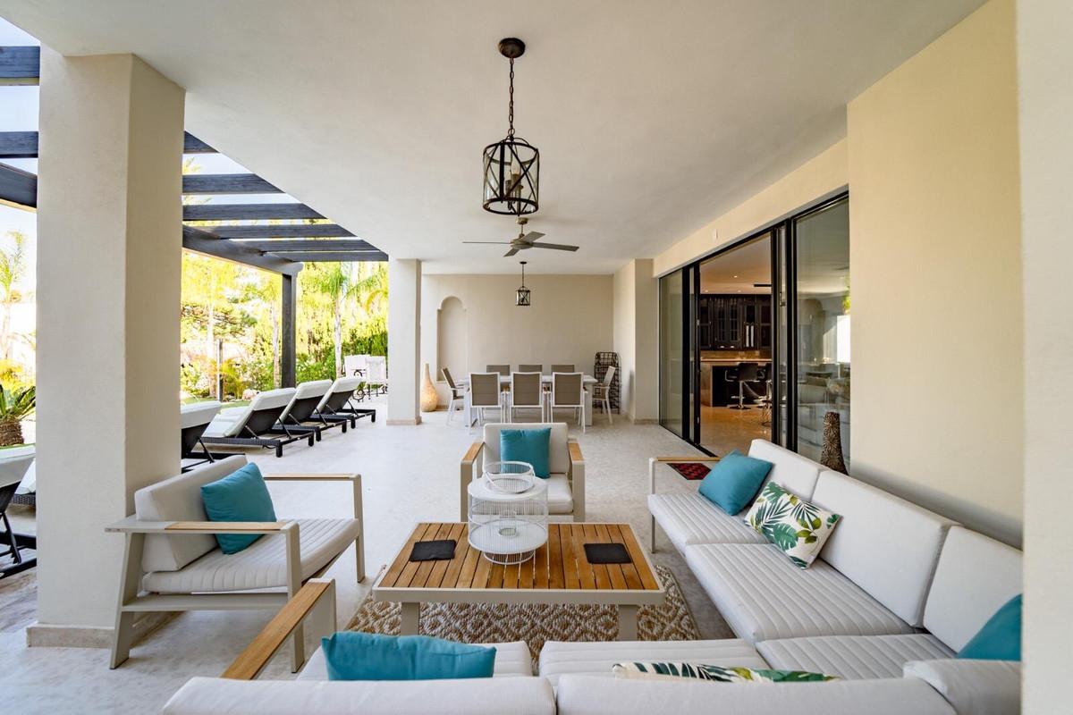 House en Aloha R3605477 4